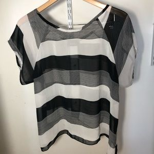 Black & white opaque top button back wish